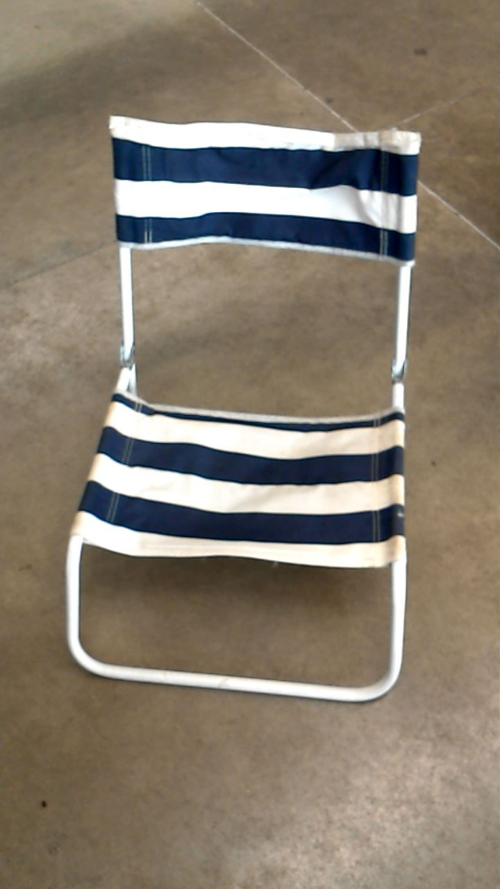 siege de plage raye blanc pliable d 39 occasion. Black Bedroom Furniture Sets. Home Design Ideas